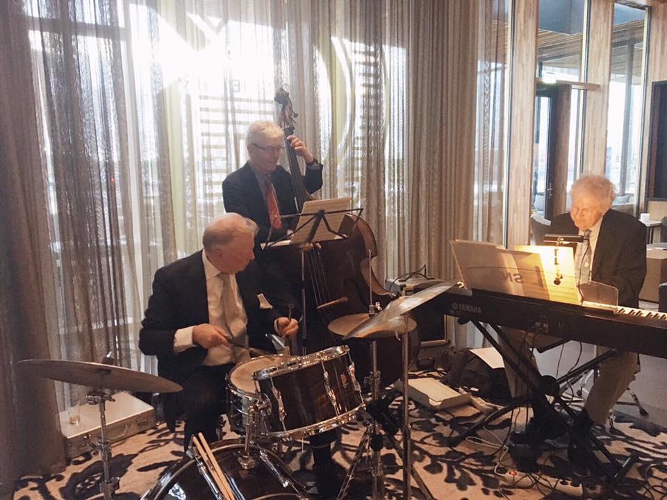 JazzTraffic Trio tijdens een optreden in het Novotel Hoofddorp