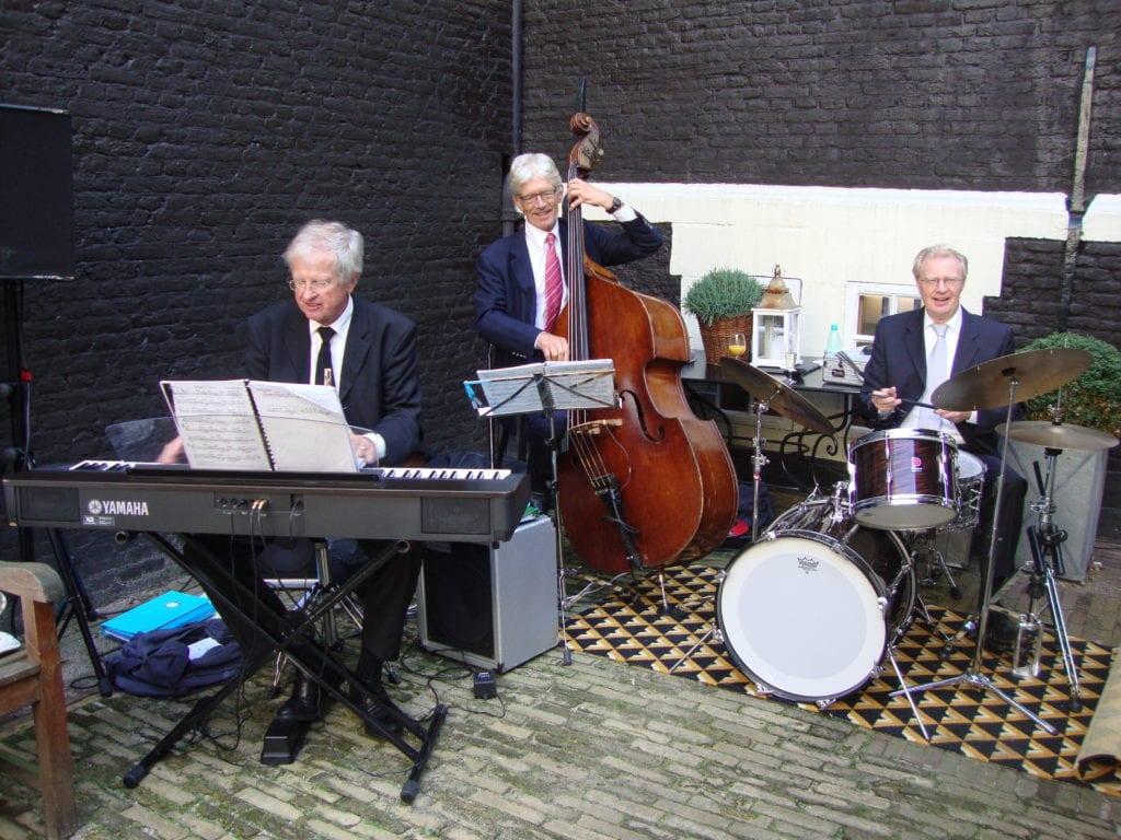 Jazz band JazzTraffic speelt op een bruiloft in West Indisch Huis Amsterdam