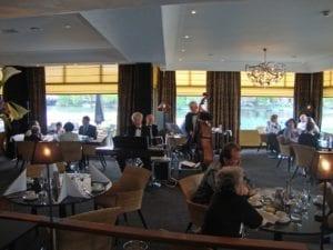 JazzTraffic speelt tijdens een brunch in het Wyndham Apollo Hotel Amsterdam